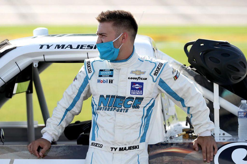 Тай Маджески не примет участие уже во второй гонке дивизиона пикапов подряд.