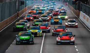 Старт гонки туринга в Макао в 2020-м