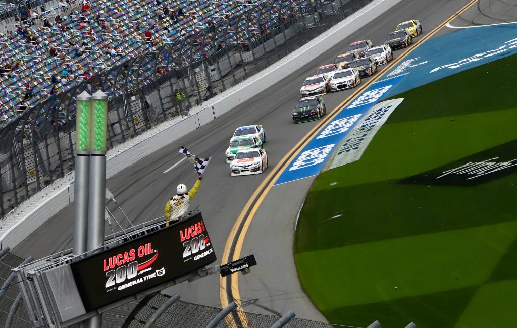 Кори Хайм заканчивает гонку на первой позиции