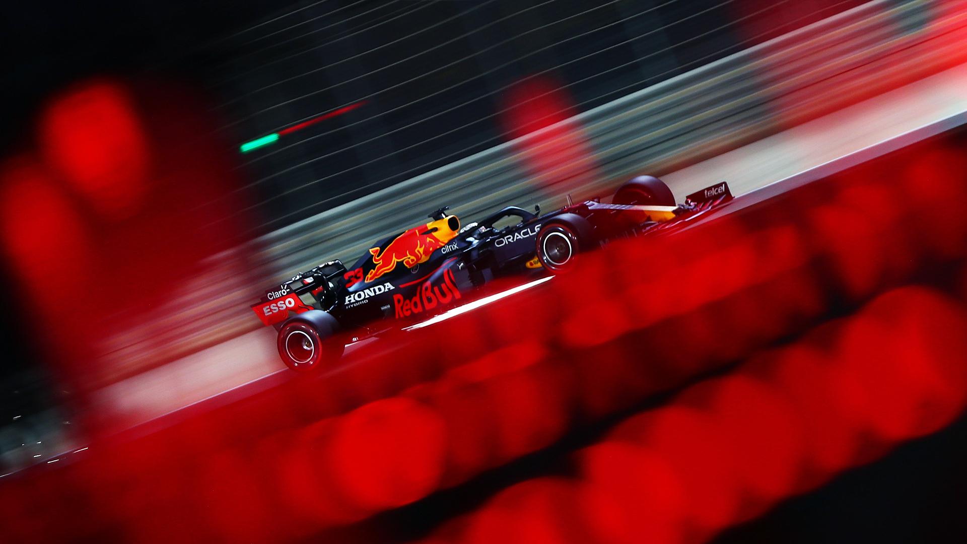 Макс Версаппен во время второй тренировки Гран-при Бахрейна