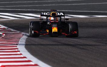 Макс Верстаппен во время тренировок Гран-при Бахрейна