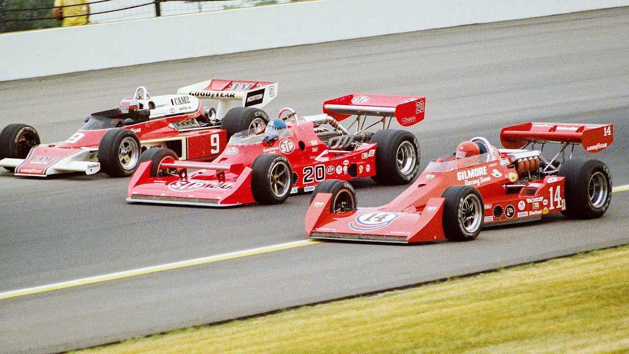 """Второй ряд стартового поля «Инди-500»'77: Эй-Джей Фойт (№14, """"Койот-Форд""""), Гордон Джонкок (№20, """"Уайлдкэт Mk.2 Оффи DSG"""") и Марио Андретти (№9, """"Макларен M24 Косуорт"""")"""