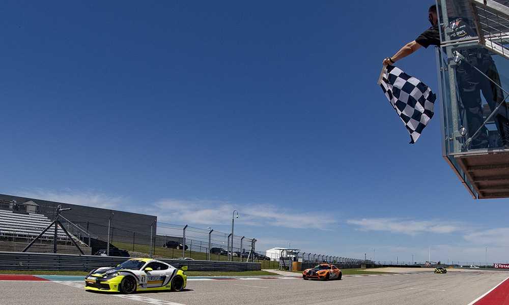 Финиш гонки американской серии ГТ4