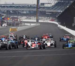 Старт гонки ЮСФ2000 на ровале Индианаполиса