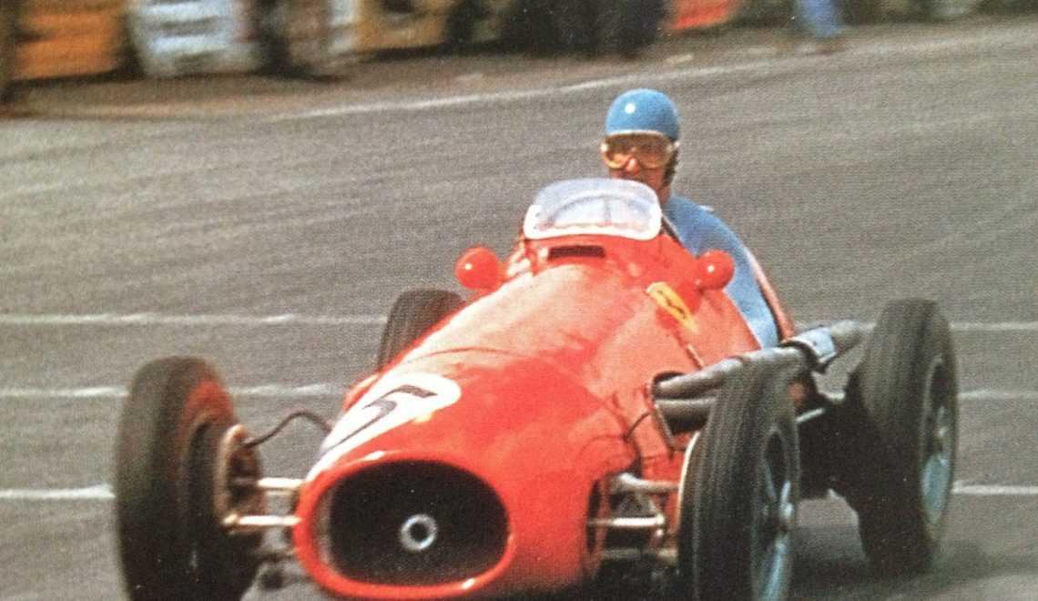"Альберто Аскари за рулём ""Феррари 500"" во время БП Великобритании 1953 года"