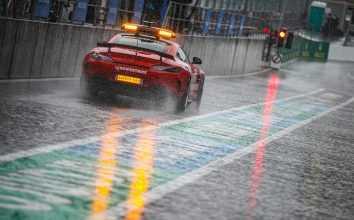 Автомобиль безопасности на пит-лейне БП Бельгии