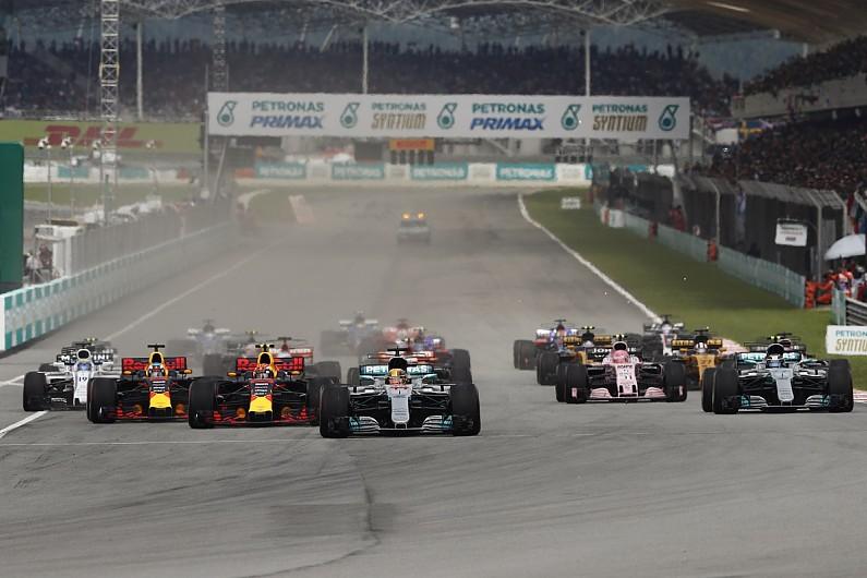 Хэмилтон второй год подряд признан лучшим гонщиком по версии боссов Ф1